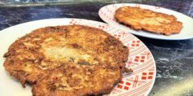 Bramborové placky s cuketou a klobásou | Bramboráky recept | Cmunda | Krompelák