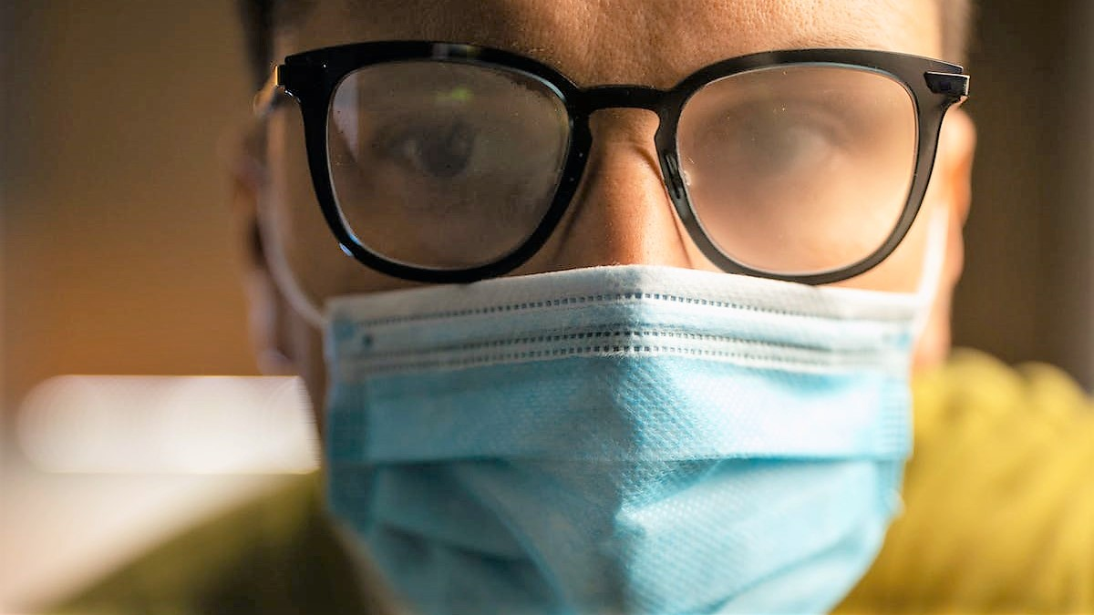 Jak zabránit mlžení brýlí při nošení roušky nebo respirátoru